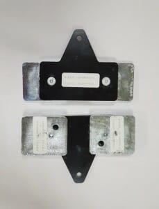 Крепежные элементы в прорези от снятого отбойника