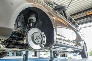 Штатная передняя стойка заменена на пневматическую стойку VB Airsuspension.