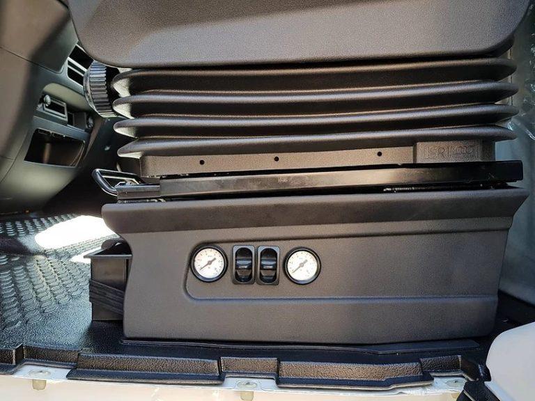 Вариант установки панели управления пневмоподвеской на сидение водителя Iveco Daily